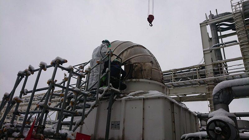 冷却塔軸受ユニット交換作業