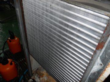 チラーユニットのアルミフィン洗浄