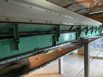 汚泥搬送用コンベヤのブラケット修理
