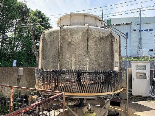 洗浄・メンテナンス前の冷却塔